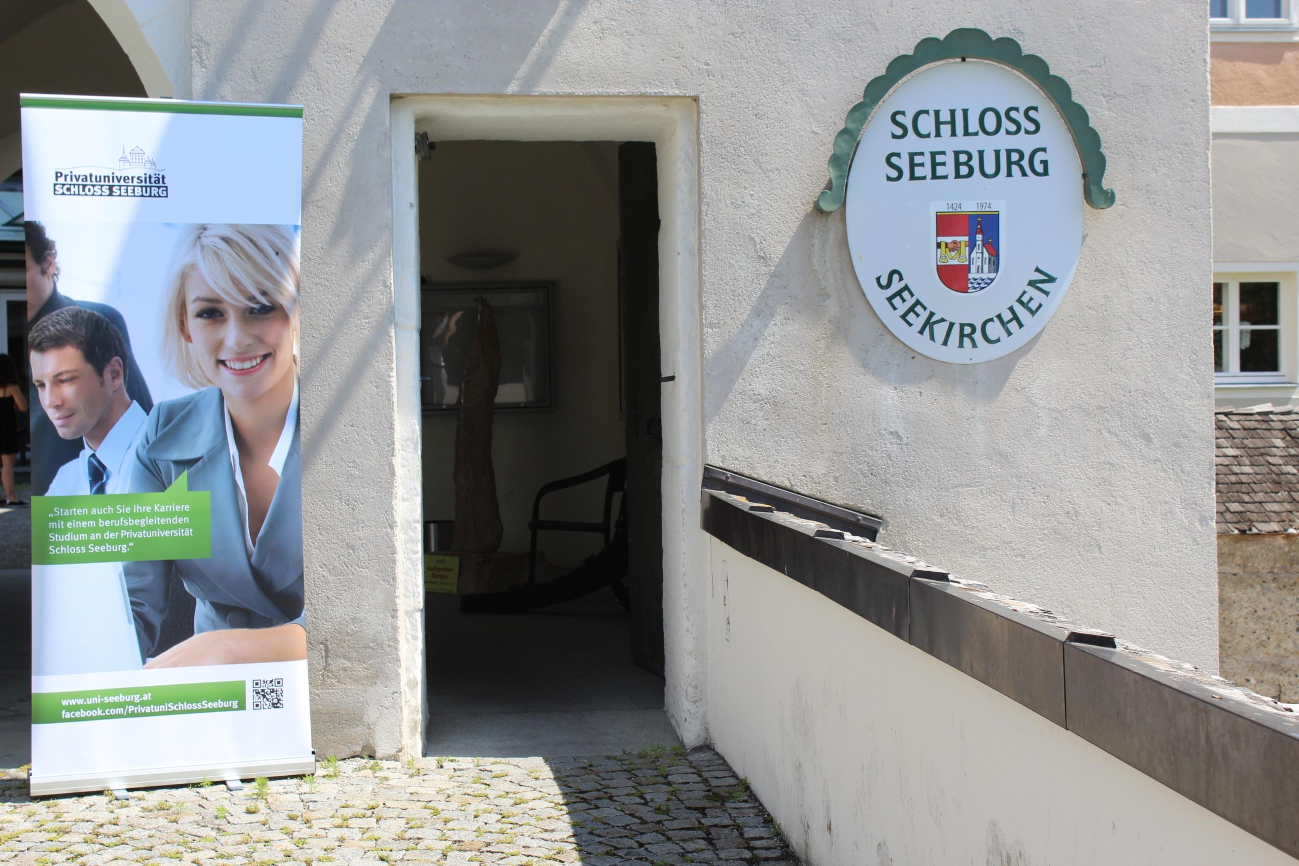 Herzlich willkommen und herein spaziert hieß es am Infotag im Schloss Seeburg.